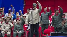 Venezuela's President Nicolas Maduro leads the seventh anniversary celebration of the Bolivarian Militia, in front of the Miraflores presidential palace in Caracas, Venezuela, on April 17, 2017. (Ariana Cubillos/AP)