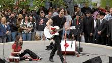 Musicians Jack White and Meg White of the rock band The White Stripes perform an impromptu concert in Whitehorse, Yukon, in 2007. (Vince Fedoroff/The Canadian Press)