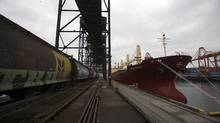 A wheat train pulls up next to a cargo ship at the Alliance Grain Terminal in Vancouver (BEN NELMS/BEN NELMS/REUTERS)