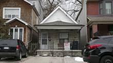 This detached bungalow sold for about $400,000 over asking in Toronto's East York neighbourhood. (Timothy Moore/Timothy Moore / The Globe and Ma)