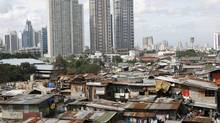 Slums contrast with the Manila's financial district in this file photo from 2008. (CHERYL RAVELO/REUTERS)