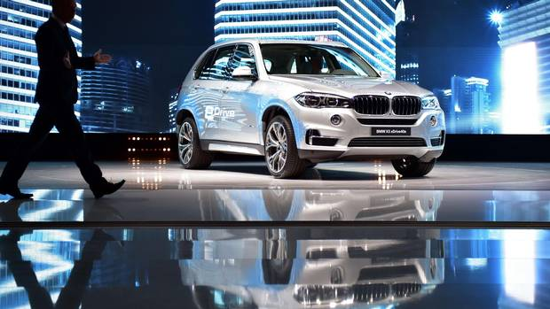 bmw reveals first plug in hybrid suv the globe and mail. Black Bedroom Furniture Sets. Home Design Ideas