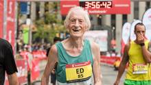 Ed Whitlock smashes another world record at 85 years old, finishing the Scotiabank Toronto Waterfront Marathon with a time of 3:56:38 . (Canada Running Series)