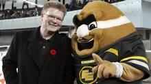 Edmonton Eskimos' general manager Eric Tillman (L) celebrates with the Eskimos mascot 'Punter' in the dying seconds of their CFL game against the Calgary Stampeders in Edmonton November 13, 2011. REUTERS/Dan Riedlhuber (Dan Riedlhuber/Reuters)