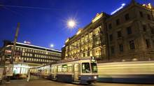 Trams drive past the offices of Swiss banks UBS, left, and Credit Suisse at Paradeplatz square in Zurich August 10, 2012. (© Arnd Wiegmann / Reuters/REUTERS)