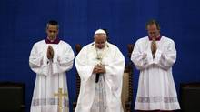 Pope Francis prays during the Holy Mass at Daejeon World Cup stadium in Daejeon August 15, 2014. (POOL/REUTERS)