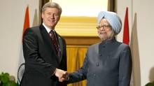 Prime Minister Stephen Harper and Indian Prime Minister Manmohan Singh pose for a photograph prior to meeting at Hyderabad House in New Delhi, India. (Adrian Wyld)