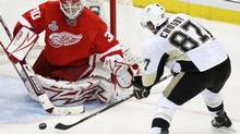 Detroit Red Wings goalie Chris Osgood blocks a shot by Pittsburgh Penguins centre Sidney Crosby in the third period of Game 2 of the NHL Stanley Cup finals in Detroit, Sunday, May 31, 2009. Osgood stopped 31 of 32 shots as the Red Wings won 3-1. (Carlos Osorio)