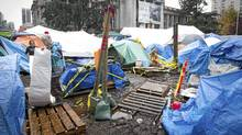 Two members of Occupy Vancouver hang a tarp over their tent as they prepare to dig in at the Vancouver Art Gallery, Nov. 8, 2011. (JOHN LEHMANN/THE GLOBE AND MAIL/JOHN LEHMANN/THE GLOBE AND MAIL)
