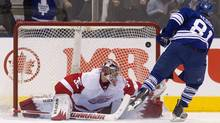 Toronto Maple Leafs' Phil Kessel scores on Detroit Red Wings goalie Jimmy Howard on a penalty shot in the first period of their NHL hockey game in Toronto January 7, 2012. (FRED THORNHILL/Reuters)