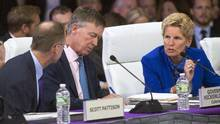 Ontario Premier Kathleen Wynne speaks with Scott Pattison, left, and Colorado Governor John Hickenlooper at a governors conference in Providence, R.I., on Friday, July 14. (Ryan Remiorz/THE CANADIAN PRESS)