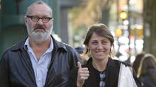 Actor Randy Quaid and his wife Evi wait for a taxi outside their lawyer's office in Vancouver. (Jonathan Hayward/Jonathan Hayward/The Canadian Press)