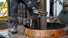 Rig workers in Alberta. (Kevin Van Paassen/Kevin Van Paassen/The Globe and)