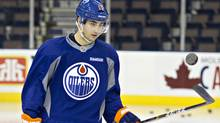 Edmonton Oilers forwardJordanEberletaps the puck in the air during Oilers practice November 30, 2011. (Jason Franson For The Globe and Mail)