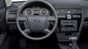 Instrument panel of the 2007 Ford Fusion.