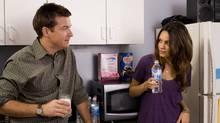 Joel (Jason Bateman) lusts after Cindy (Mila Kunis), a con artist posing as a temp worker.