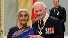 David Johnston and Alia Hogben at an Order of Canada investiture ceremony at Rideau Hall on November 23, 2012. (Sgt Ronald Duchesne/Sgt Ronald Duchesne, Rideau Hall)