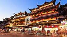 Shanghai's famous traditional architecture of Yuyuan Garden at night (zhaojiankang/Getty Images/iStockphoto)