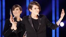 Tegan and Sara accept the single of the year award at the Juno Awards in Winnipeg on March 30, 2014. (TREVOR HAGAN/REUTERS)