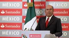 Emilio Botin, chairman of Spain's largest bank Santander, gives a speech during a news conference at a hotel in Mexico City September 4, 2012. (HENRY ROMERO/REUTERS)
