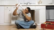 Handyman doing home renovations (Jupiterimages/Photos.com)