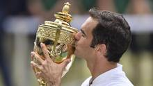 Roger Federer kisses the winner's trophy after beating Marin Cilic in their men's singles final match, during the presentation on the last day of the 2017 Wimbledon Championships at The All England Lawn Tennis Club in Wimbledon, southwest London, on July 16, 2017. (GLYN KIRK/AFP/Getty Images)