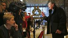 Retired General David Petraeus speaks to members of the media while leaving Trump Tower on November 28, 2016 in New York City. (Spencer Platt/Getty Images)