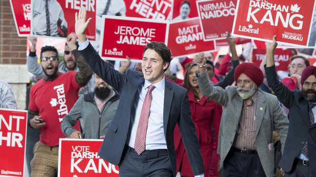 Liberal Leader Justin Trudeau flanked by supporters, arrives at The Globe and Mail Leaders Debate in Calgary, Alberta on Thursday 17, 2015. (JOHN LEHMANN/THE GLOBE AND MAIL)