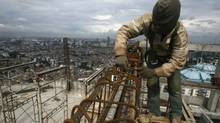 A labourer works at an apartment block in Jakarta in this 2010 file photo. The World Bank says Indonesia will become one of six emerging market powerhouses by 2025. (CRACK PALINGGI/CRACK PALINGGI/REUTERS)