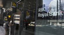 A man walks into a Royal Bank of Canada (RBC) in Toronto. (© Mark Blinch / Reuters/Mark Blinch /REUTERS)