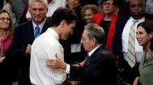 Prime Minister Justin Trudeau and Cuba's President Raul Castro talk at the University of Havana, Cuba November 16, 2016. (ENRIQUE DE LA OSA/REUTERS)