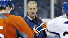 Former Edmonton Oilers head coach Ralph Krueger talks with Ladislav Smid ,left, and Eric Belanger during the Oilers NHL training camp in Edmonton, Alta., on Monday January 14, 2013. (The Canadian Press)