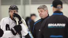 San Jose Sharks coach Todd McLellan, right, talks with center Joe Pavelski, left, and other players during practice Monday, May 17, 2010, in San Jose, Calif., for the NHL hockey Western Conference finals. The Chicago Blackhawks lead the series 1-0. (Paul Sakuma/AP)
