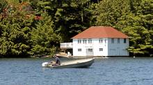 Cottage goers enjoy the cottage experience in Muskoka (Kevin Van Paassen/The Globe and Mail)