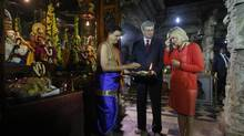 Prime Minister Stephen Harper watches as his wife Laureen puts vermilion on her forehead inside the Sri Someshwara temple in Bangalore, Nov. 8, 2012. (DANISH SIDDIQUI/REUTERS)