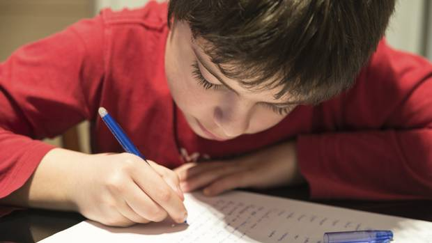 How to Avoid Battles Over Homework   The Huffington Post Legacy Press Child struggling with homework
