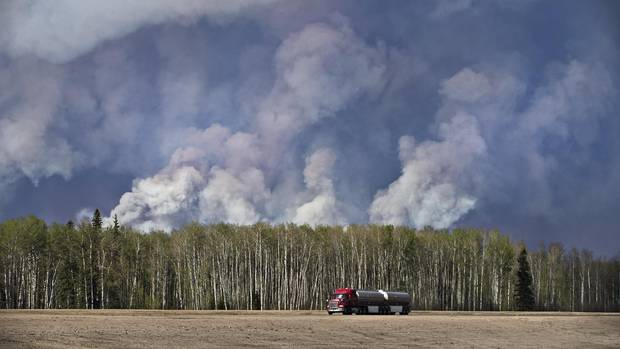 An ever-changing, volatile situation is fraying the nerves of residents and officials alike as a massive wildfire continues to bear down on Fort McMurray. (JASON FRANSON/THE CANADIAN PRESS)