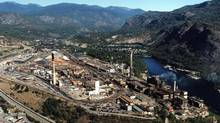 Teck's smelting operation in Trail, B.C., is shown in this 2000 file photo. (THE CANADIAN PRESS)
