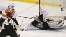 Philadelphia Flyers' Danny Briere (48) scores against Pittsburgh Penguins goalie Marc-Andre Fleury (29) in the second period of Game 1 in Pittsburgh, Pennsylvania, April 11, 2012. (JASON COHN/JASON COHN/REUTERS)