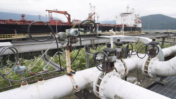 A ship receives a load of oil from Kinder Morgan's Westeridge terminal in Burnaby, B.C. The terminal is at the end of the Trans Mountain pipeline, which received B.C. government approval Wednesday for a controversial expansion project. (JONATHAN HAYWARD/THE CANADIAN PRESS)