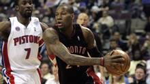 Toronto Raptors guard Sonny Weems, right, drives around Detroit Pistons guard Ben Gordon during the first half of their NBA basketball game in Auburn Hills, Michigan April 12, 2010. (REBECCA COOK/Reuters)