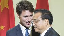 Canadian Prime Minister Justin Trudeau, left, introduces Chinese Premier Li Keqiang after speaking to a business luncheon on Sept. 23, 2016 in Montreal. (Ryan Remiorz/THE CANADIAN PRESS)