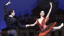 """Piotr Stanczyk and Greta Hodgkinson in """"Don Quixote"""" (Cylla von Tiedemann)"""