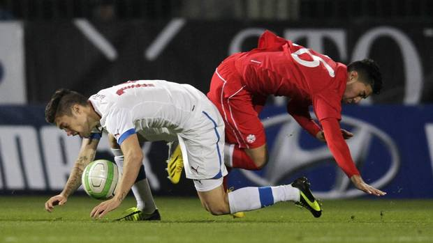 Czech Republic's Vaclav Kadlec (L) collides with Canada's Jonathan Osorio during their international friendly soccer match in Olomouc November 15, 2013. Czech Republic won 2-0. (DAVID W CERNY/REUTERS)
