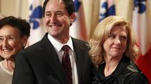 Michael Applebaum (L) smiles with his wife Merle (R) following his swearing-in ceremony to become Montreal's interim mayor in Montreal, Quebec, November 19, 2012. (Reuters)