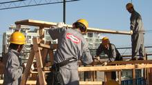 A Canfor instructor in China teaches workers to work with wood. (./.Canfor handout)