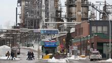 The Shell Canada refinery in Montreal. (Paul Chiasson/The Canadian Press)