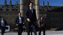 Prime Minister Justin Trudeau makes his way from the Centre Block on Parliament Hill to Langevin in Ottawa on April 3, 2017. (Sean Kilpatrick/THE CANADIAN PRESS)