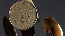 A new report says Canadians' average net worth has topped $400,000. (JONATHAN HAYWARD/THE CANADIAN PRESS)