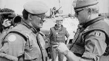 Lewis Mackenzie welcomes Michel Jones to Sarajevo on July 2, 1992. (Morton Hvaal/Associated Press)